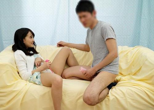 【女子大生】オナグッズのモニターで互いにオナニーしてると欲情してしまい2人は浮気S〇X