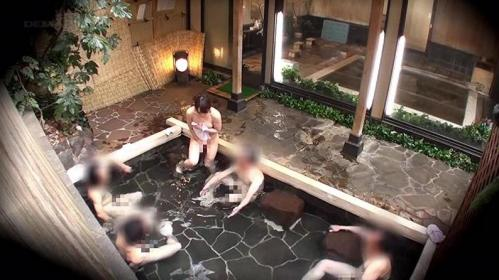 【女子大生】ウブで巨乳美人のお嬢さんが男湯にタオル1枚で入場!