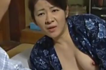 ヘンリー塚本動画 五十路母が息子を誘惑しておっぱいポロリで、ガンチンコ母子相姦