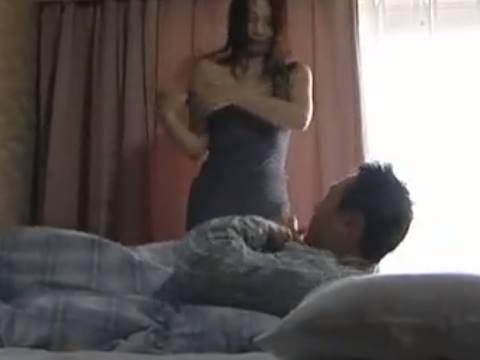 【ヘンリー塚本】する?やるしようか...セックス大好きな巨乳人妻が旦那を叩き起こしてするも昼間は義父とも近親相姦