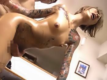 全身タトゥーのヤンキー美女がスーパーおじさんとセックス対決!激イキの中出しセックスに...ヤンキーが女になった瞬間!!