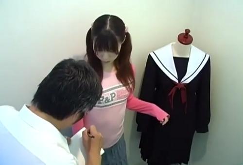 【盗撮】制服の採寸のはずが、鬼畜店員から犯される女子校生!