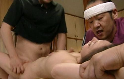 【人妻レイプ】「奥さん、俺たちにヤラレたいんだろう!」刺激を求めたい痴女を輪姦する男たち!