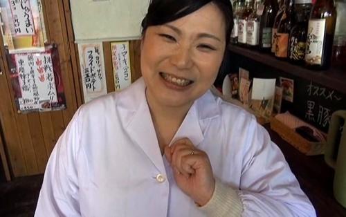 中華料理屋の普通のおばちゃんがAVデビュー、きっかけは夫への仕返しでした!