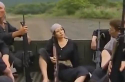 【ヘンリー塚本】ゲリラ軍に捕まった亡命を企てた夫婦娘が悲惨な結果に!