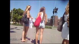 金髪ロングヘア―後美人な女の子2人の桃尻を野外で盗撮!
