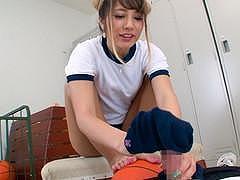 【上原花恋】「ホラ、ココが良いんだろ?足でヌいてやるよ」体育姿で足コキしてくれるギャル女子高生【体操服】