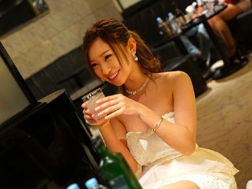 「飲めば飲むほどエロくなる」超スキモノキャバ嬢が堂々のAVデビュー!