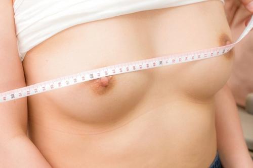 生理前のわずかな体温上昇や微妙な身体の変化を見逃さずに女子大生の敏感な部分を刺激していく!