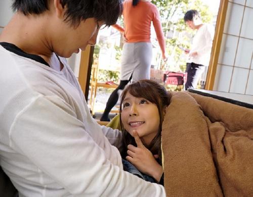 *【近親相姦】弟をマンチラ誘惑&隠れて手コキ、寝ている両親の横で…Hなお姉ちゃんが誘惑