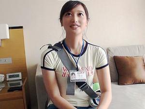 「緊張しますよ♡♡」社内で評判の美女社員を口説いて、ハメ撮りの撮影に成功!!