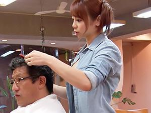 『おっぱいはお好きですか?』スケベな痴女美容師がお客様にエッチなサービスww