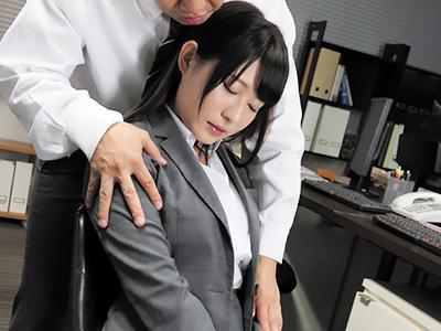 「すいません...先輩♥♥」ムチムチOLが短いタイトなスカートで、上司にエッチなお仕置きされて感じちゃう