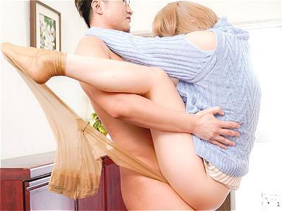 『やだぁ、何これっ!!♥♥』激カワなスレンダー金髪美女が、玄関でいきなり即ハメデカチンSEXでイカされまくるww