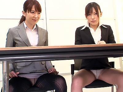 「少しだけなら....♥♥」やり手な生保レディを同席させ、競争心をあおると契約欲しさにやり過ぎる女性!!