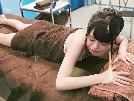 「おっぱい、おっきくなりますか?」貧乳で悩むAカップの少女を騙して、マッサージで堕として激ピストンSEX!!