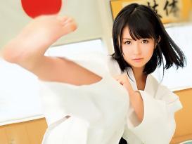 『ああん♥感じちゃう~~♥♥』見事な回し蹴りを繰り出す空手少女の彼女を、AVに出演させちゃう!!