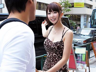 『私とエッチな勝負をしませんか?』街でゲットした素人と人気女優が、車内で生ハメ中出しをかけて凄テク勝負!!