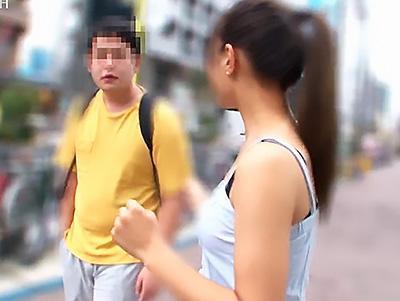 【素人ナンパ企画】元カフェ店員の小悪魔美女が、逆ナンパした男性と凄テク勝負!!