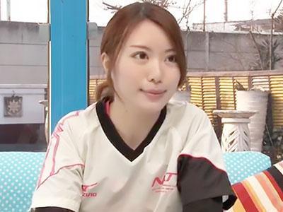 「自主トレーニング中でした♡♡」スポーツ美少女が痙攣しながら潮吹きして、生チンポを欲しがる!!