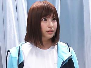 『あん、感じちゃう♡♡』激カワスポーツ美少女に膣内マッサージを敢行でそのままエッチ!!