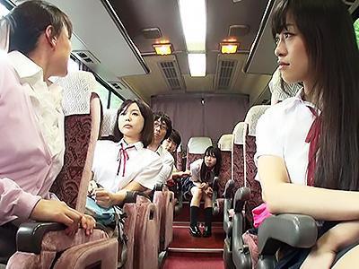 『早くチンポ頂戴...♡♡』グループは女子達だけで、撮影係に任命されて僕は女子のおっぱいを独り占めww