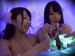 【素人ナンパ】『向こうで飲もうよ!!』SNSで噂のプールにはお股が軽い女子が沢山で、ナンパ成功率激高ww