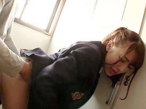 「離してよ、変態!!」激カワな美女JKが痴漢されて、嫌なのに手マンが感じさせられて潮吹き絶頂!!