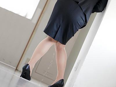 『ああん♥漏れちゃうよ!!』男子生徒に薬を盛られて、尿意を我慢できずにお漏らししながらトイレに向かうが...www