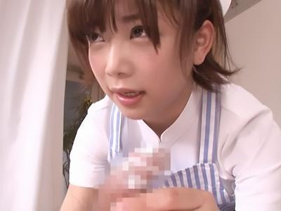 「チンポお掃除しますね♡♡」美人な看護師が、お風呂に入れない蒸れたチンポをフェラチオで綺麗にしてくれる!!