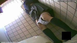 【盗撮】女子トイレでオナニーする性欲旺盛なJKをローアングルから盗撮