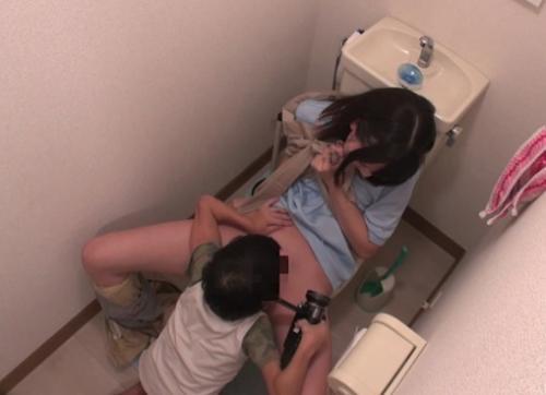 『おねがいっ!僕にマンコ見せて』エロガキ男児が優しい女子大生に赤面のくぱぁをさせた隠し撮りwwwww