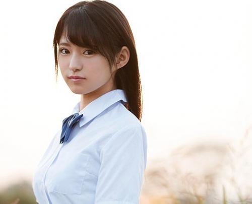 【渚みつき】他校の男子生徒が学校まで見学に来てた埼玉県一の美少女JKが衝撃のAVデビュー!