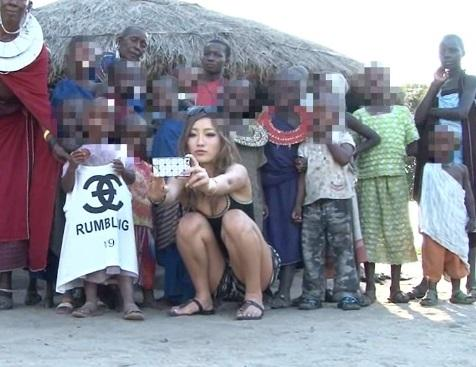 【海外出張企画】日本の黒ギャル女優がアフリカの村にアポなし訪問!現地少年と中出しSEXするドキュメント!