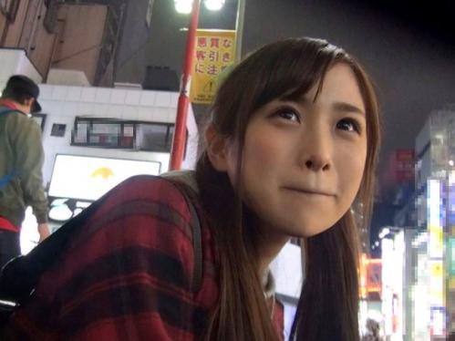 【素人ナンパ】新宿で彷徨ってたガリガリ家出少女を保護してハメ倒した一部始終!