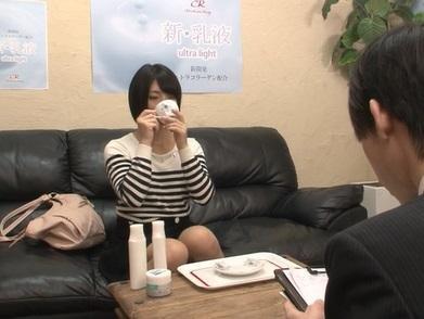 【素人盗撮】化粧品モニターで集まった一般女性に媚薬入り紅茶を飲ませて強制発情レイプ!