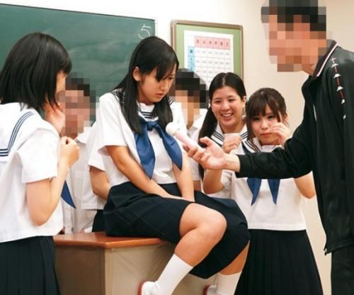 【集団中出し】『おめでとう、君が第一号だよ!』少子化対策で始まった中出し実習で孕ませ当番に選ばれた女子中学生の一日…