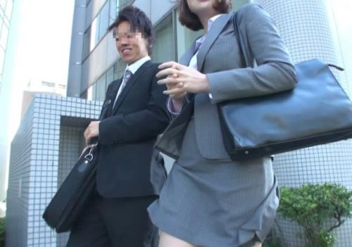 【素人ナンパ】外回り中の職場の男女はパートナーが童貞だと知ったら筆おろししてくれるのか!?検証してみたwww