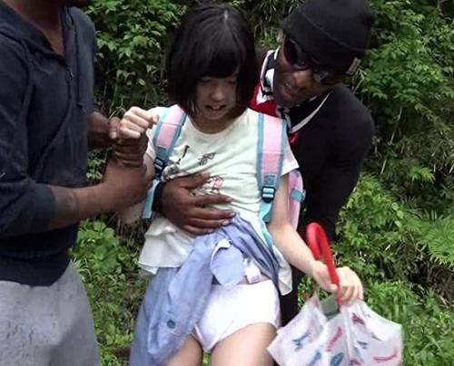 黒人が本国で売り捌くために撮影した「日本人小学生レイプ映像」が流出!