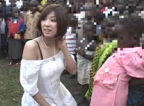 【海外出張企画】日本人女性が女性不足に悩むアフリカで現地少年のSEXボランティアに行ったチャリティー企画!