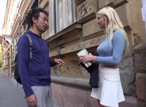 【海外出張ナンパ】ロシアの街中で見つけた爆乳金髪美女にセックス交渉したらまさかの即OK!ホテルに連れ込んで大量膣内射精!