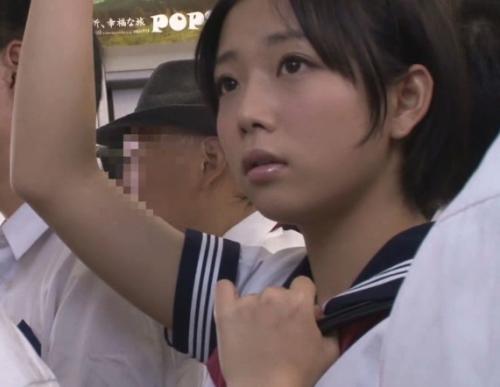 電車内で痴漢され大粒の涙…レイプ集団に目を付けられてしまったショートカット女子高生の日常がこちら