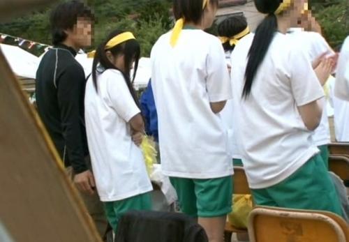 中学校の運動会に侵入してきたレイプ魔に次々と犯された女生徒