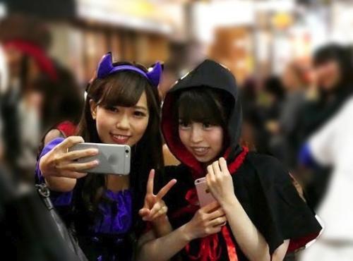 【素人ナンパ】『謝礼払うので友達同士でレズSEXしてくれませんか?』渋谷ハロウィンで声をかけたノンケ女子大生2人組にガチ交渉ww