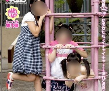 鬼畜母が小学生の3人の娘をレズらせてアダルトビデオに売った作品がこちら…