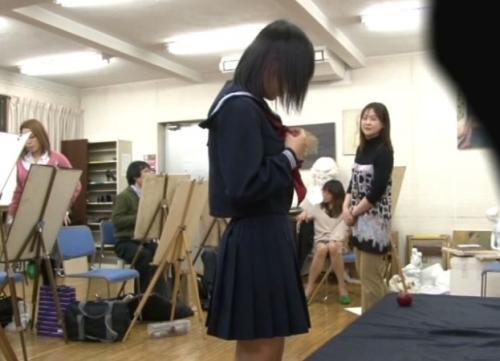 【モニタリング】周りは全員仕掛け人!絵画教室でみんな順番にヌードになっていったらウブな女子高生も脱いでしまうのか??
