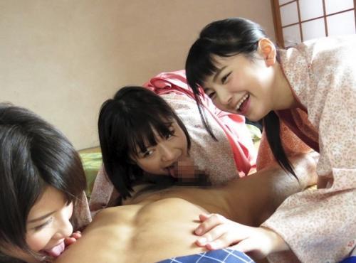【乱交】夏休み、温泉旅館の住込みバイトに来た女子高生に媚薬を盛ってハメまくりSEX三昧!