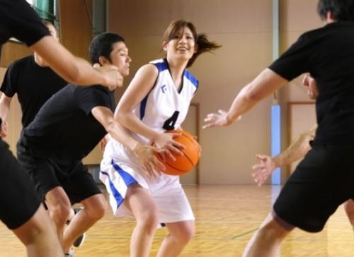 負けたら即AVデビューの罰ゲーム!21年間バスケに捧げてきた本物アスリート女子が素人男子とガチんこバスケ対決!