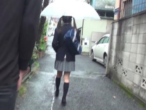いつも通勤途中に見かけるツインテール女子校生に一目惚れ!自宅までストーキングしてレイプしてしまった一部始終