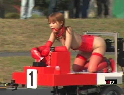 美しい国ニッポン!美女がバイブハメたままサーキットで対決するAV史上最も狂った企画がこちらww